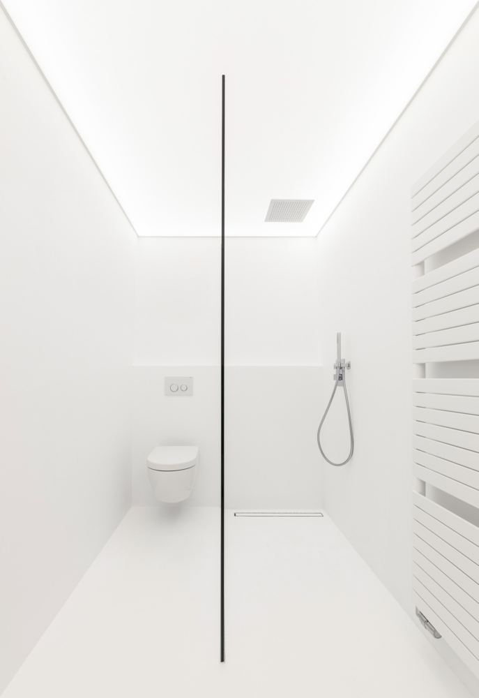photo by Bert Vereecke of bathroom (Avelgem) for Liquidfloors and Kanvas Spanplafonds