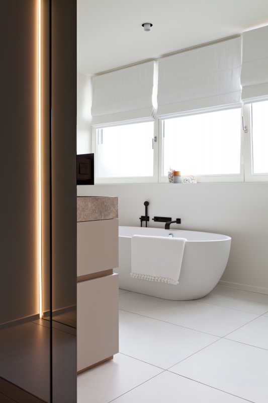 photo by Bert Vereecke of bathroom (Knokke-Heist) for Frédéric Blij Interieur