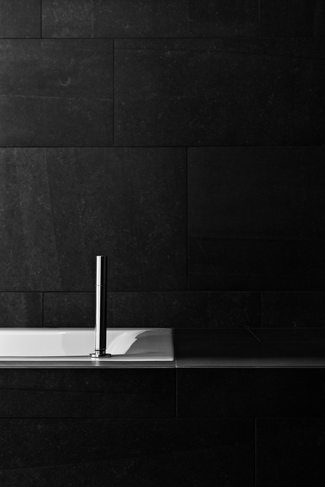 photo by Bert Vereecke of bathroom detail (Sint-Gillis-Waas) for Vloerwerken Kegels