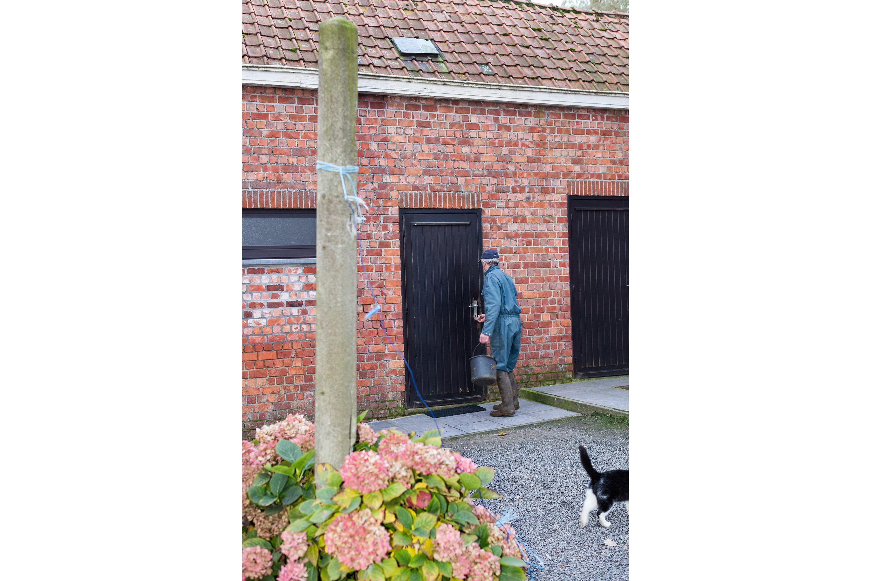 photo by Bert Vereecke for photoseries Zevende dag naar Compostella (Wilfried De Geeter, café De Roos, Sint-Laureins)