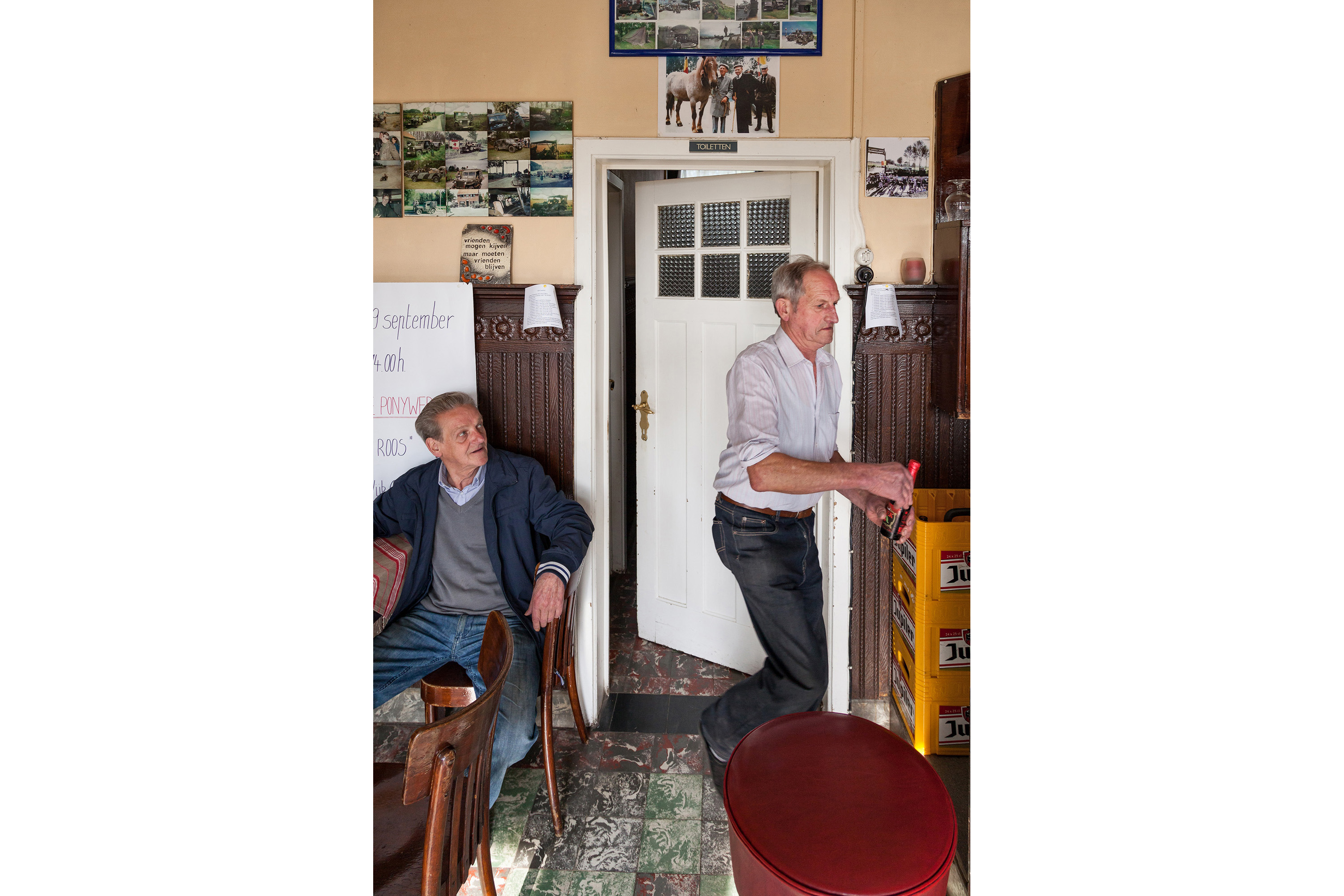 photo by Bert Vereecke for photoseries Zevende dag naar Compostella (Wilfried De Geeter, café De Roos, Sint-Laureins)